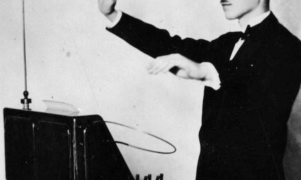 RADIO RACCONTI BREVI: UN DIRETTORE DI ONDE RADIO E IL THEREMIN