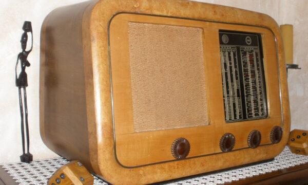 UMBERTO ALUNNI. DALLE ONDE RADIO AL WEB: LA RADIO CONTINUA A TRASMETTERE